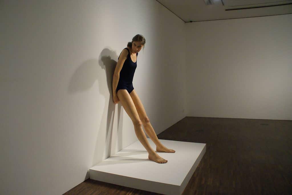 ron-mueck,sculpture,hyperrealism,giant-girl