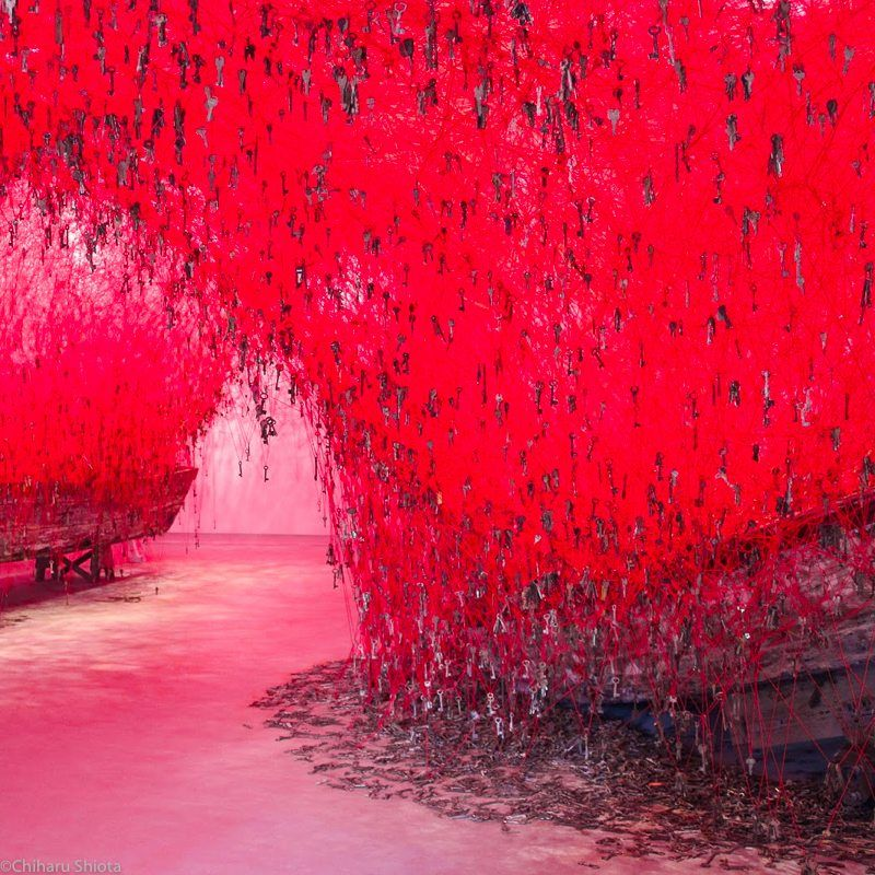 chiharu shiota, biennale-vencice, 2015, a-key-in-the-and